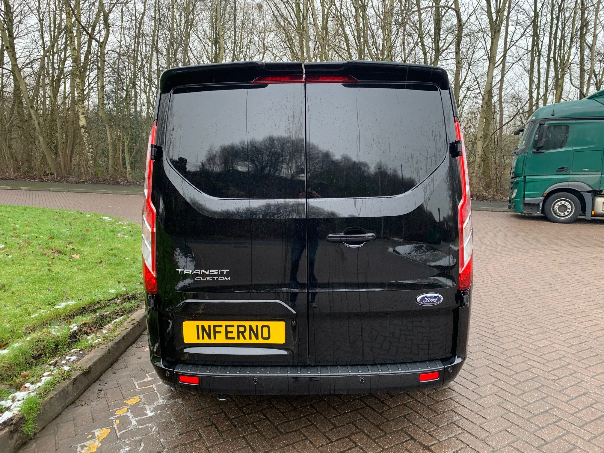 04.jpg - 320 L2 DIESEL FWD 2.0 EcoBlue 185ps Low Roof Limited Van Auto Inferno